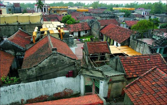 Làng Cự Đà là một làng cổ cách Hà Nội 15km về phía Tây thuộc thanh Oai, Hà Nội, đây là một trong những ngôi làng cổ truyền thống từ xa xưa.