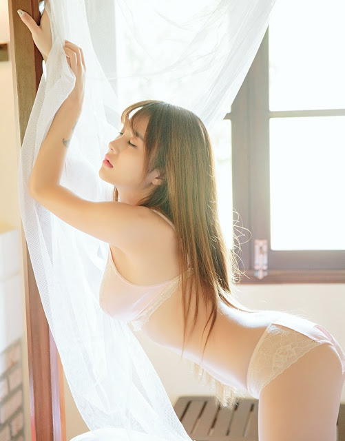 hot-girl-18-tuoi-bao-tran-voi-bikini-mau-nude-sieu-nong-bong
