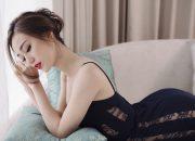 Khánh My diện nội y khoe đường cong nóng bỏng trong phòng ngủ