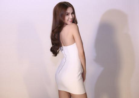ngoc-trinh-khoe-duong-cong-voi-vay-sexy