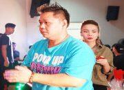 Phản ứng bất ngờ của sao Việt khi Minh Béo đến cúng tổ nghề