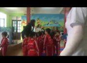 Giáo dục lễ giáo cho bé thông qua giờ học