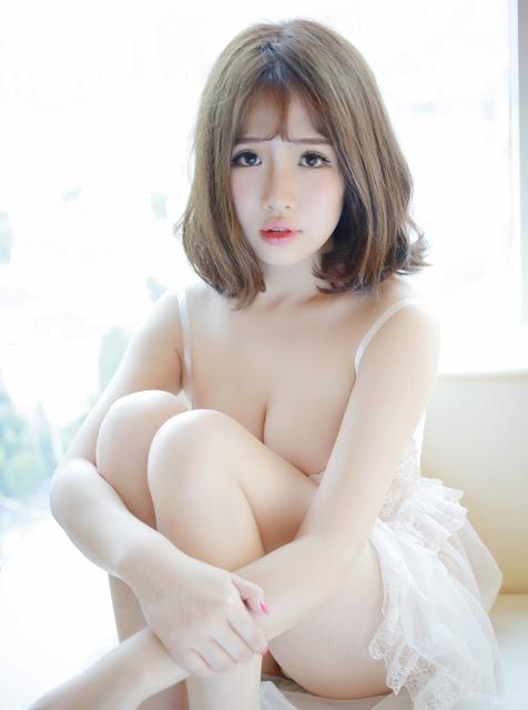 hot-girl-voi-ao-trang-mong-manh-sieu-hot