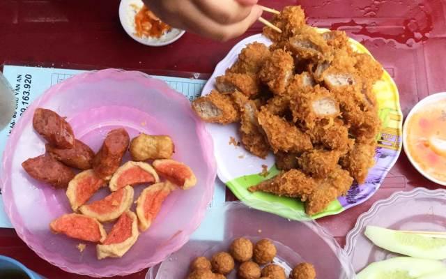 Khám phá thiên đường ăn vặt ở trường THPT Việt Đức